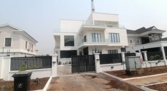 Luxury 6 bedroom detached house for sale in Pinnock beach estate